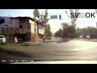 Автобус протаранил машину